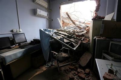 Fotografia - Hospital demolido com médicos e doentes no interior
