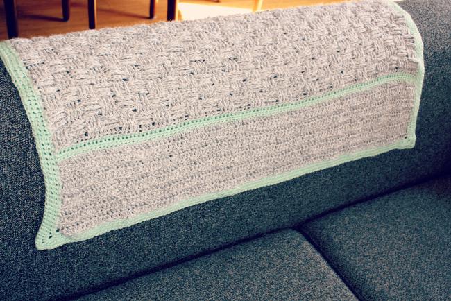 basket weave crochet baby blanket from @meetmakelaugh