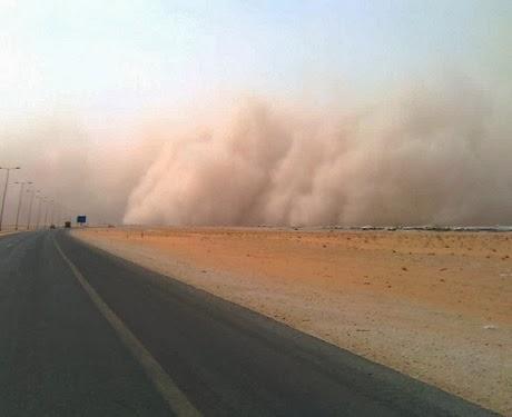 Massive sandstorm strikes jubail the backpack man for Jardin necitas