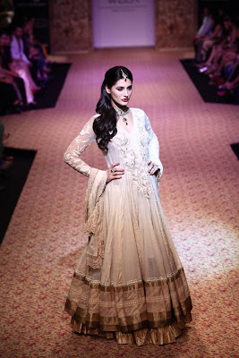 Nargis Fakhri walks the ramp for Ritu Kumar at LFW Winter-Festive