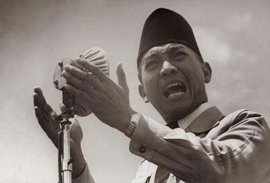 http://english-style-bedsheet.blogspot.com/2014/03/biografi-presiden-soekarno-lengkap.html