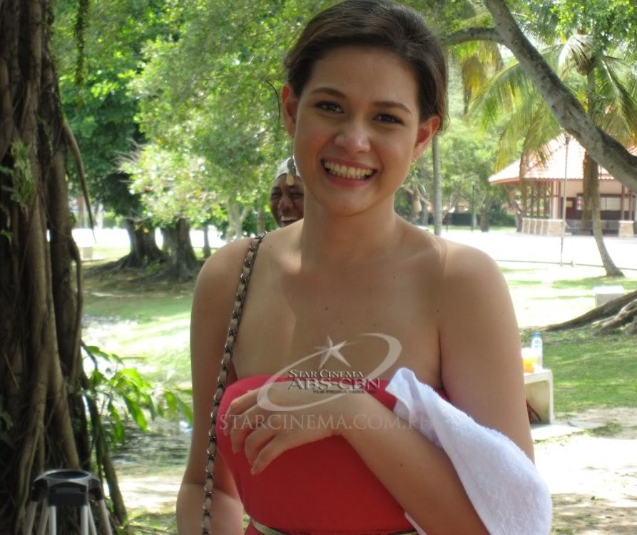 bea alonzo sexy in red dress 01
