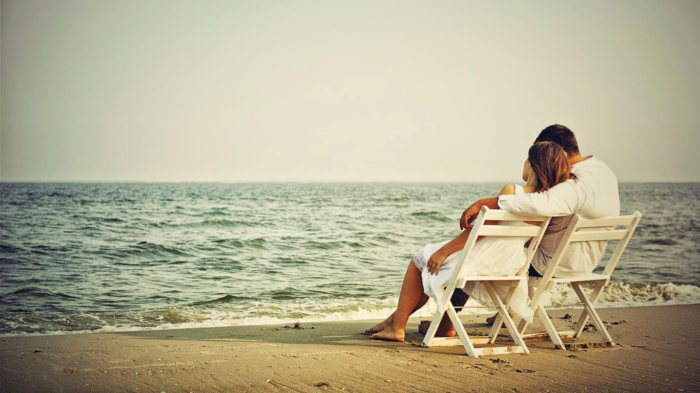 Lovers In Beach HD Love Wallpaper