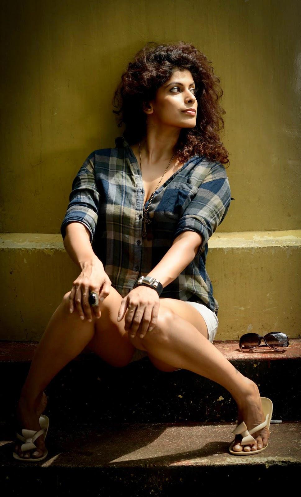 Aish Athukoralage sexy