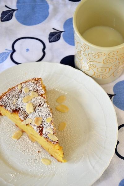 torta di mele e mascarpone, con zucchero a velo e cannella