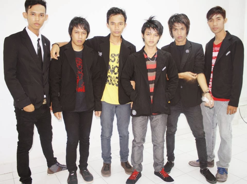 download lagu Adista – Ditinggal Lagi