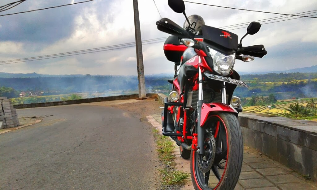 http://www.otoasia.net/search/label/Modifikasi%20Honda%20CB150R