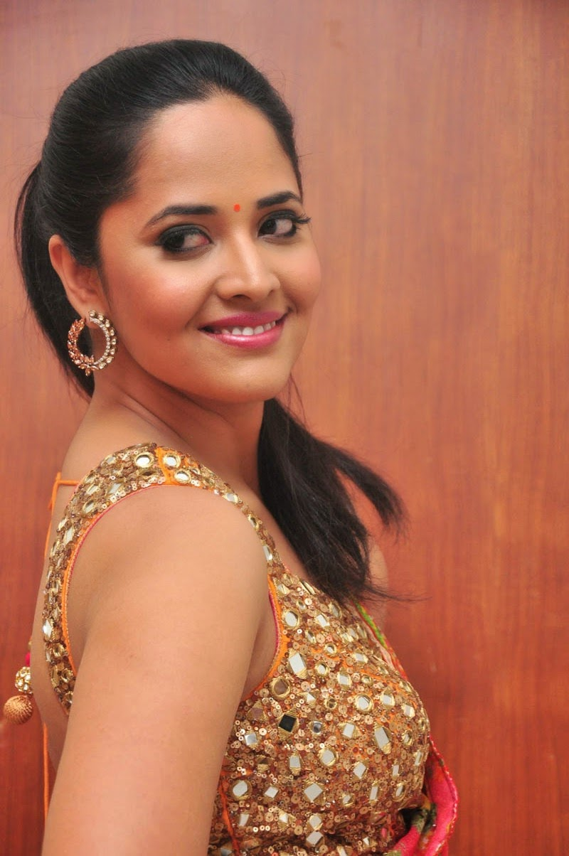 anasuya sizzling saree stills-HQ-Photo-15