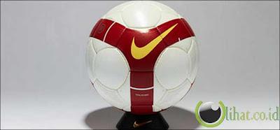 Nike Total 90 Omni