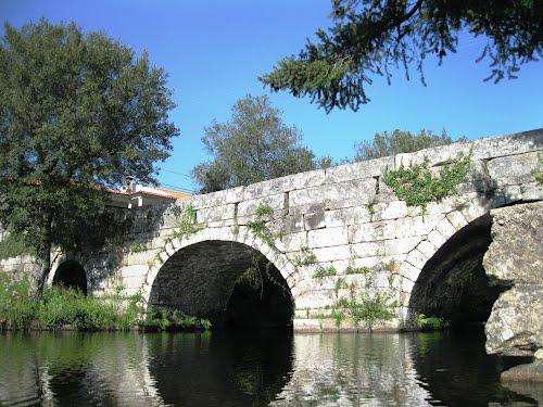 Ponte românica de cinco arcos em São João do Monte