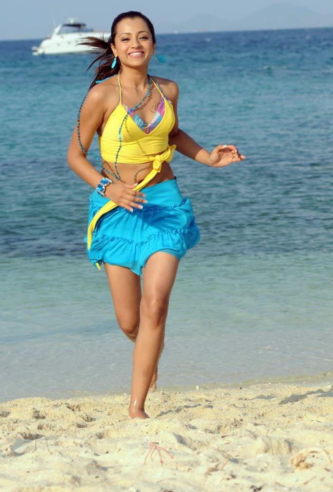 Trisha running on beach in blue short skirt - Trisha Beach Wallpapers in Blue Skirt, Yellow bikini Top