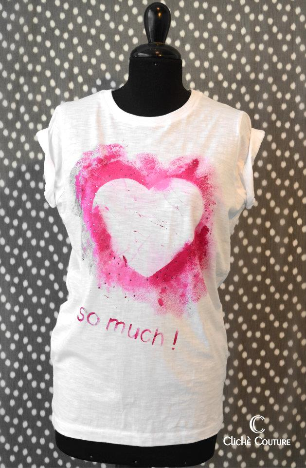 clich couture, decorated tee, painted tee, street style blog, fashion blogger, italian fashion bloggers, pink logo, ripped tee, studded tee, bloggers for clich couture