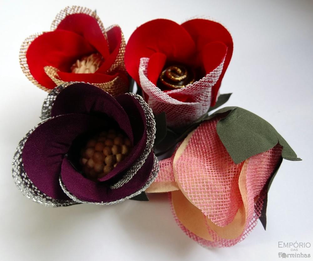 Forminhas botão de rosa com tela