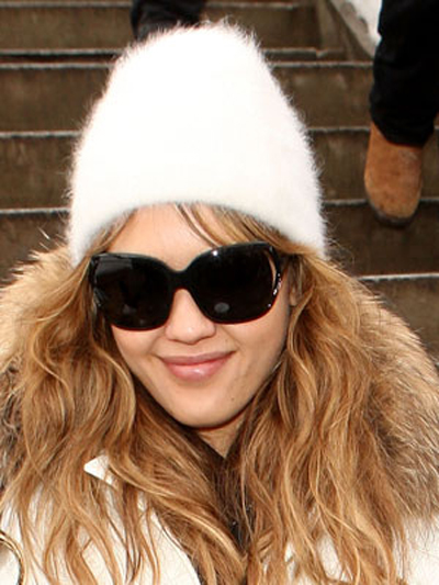 A soft, tousled wave provides a flurry of movement through Jessica Alba's lengthy, beanie-topped layers.