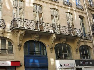 Balcon du 61 rue des Petits-Champs à Paris