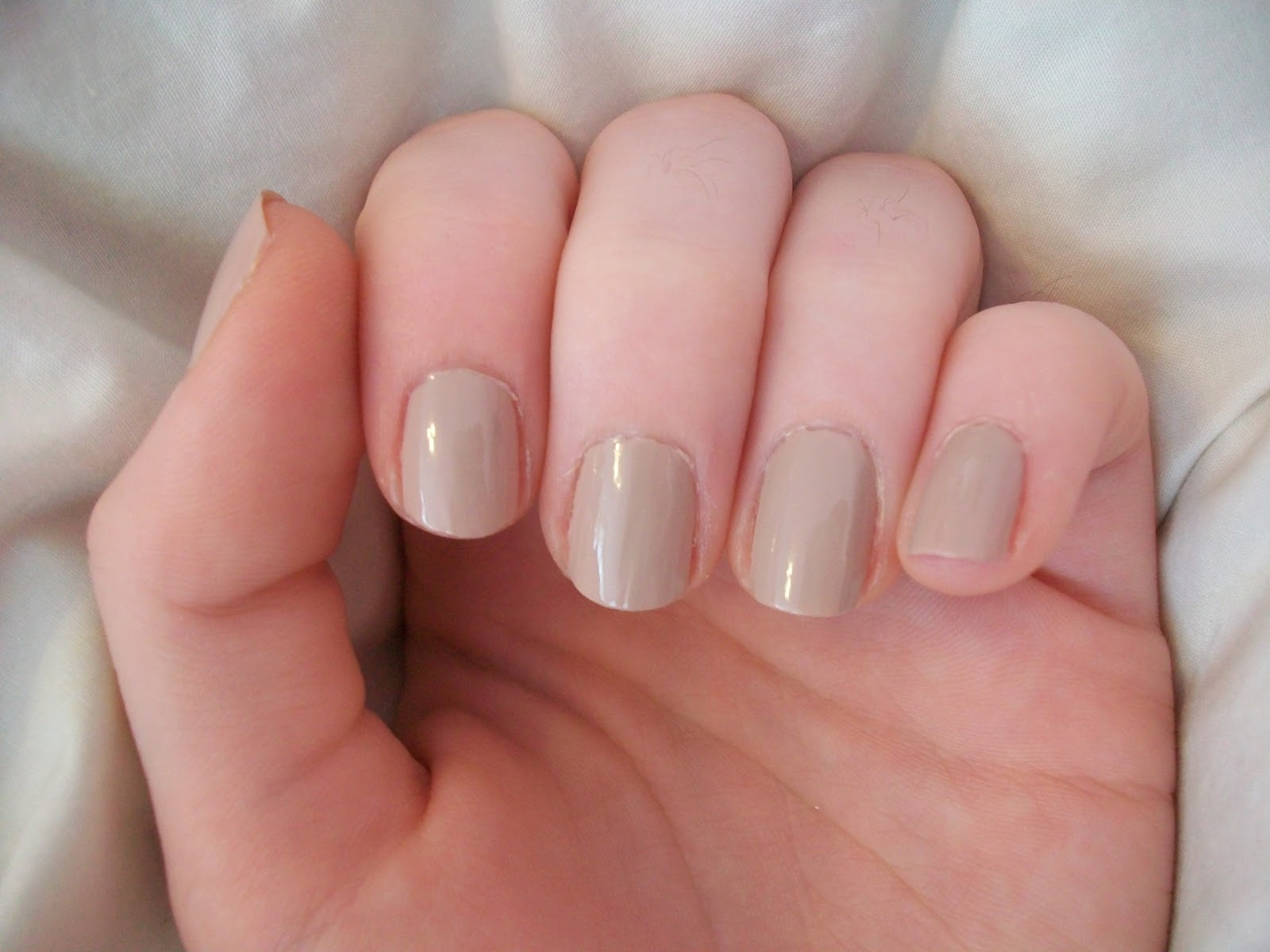 Love.Glam.Nails: Don\'t Feed the Hand Models OPI and Only Gold for Me OPI