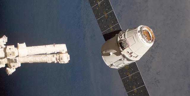 The SpaceX Dragon commercial cargo craft, as it is about to be grappled by the Canadarm2 robotic arm at the International Space Station in May 2012. Credit: NASA