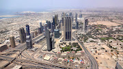 . panoramic views of the city, desert and oceansprawled beneath. (dsc )