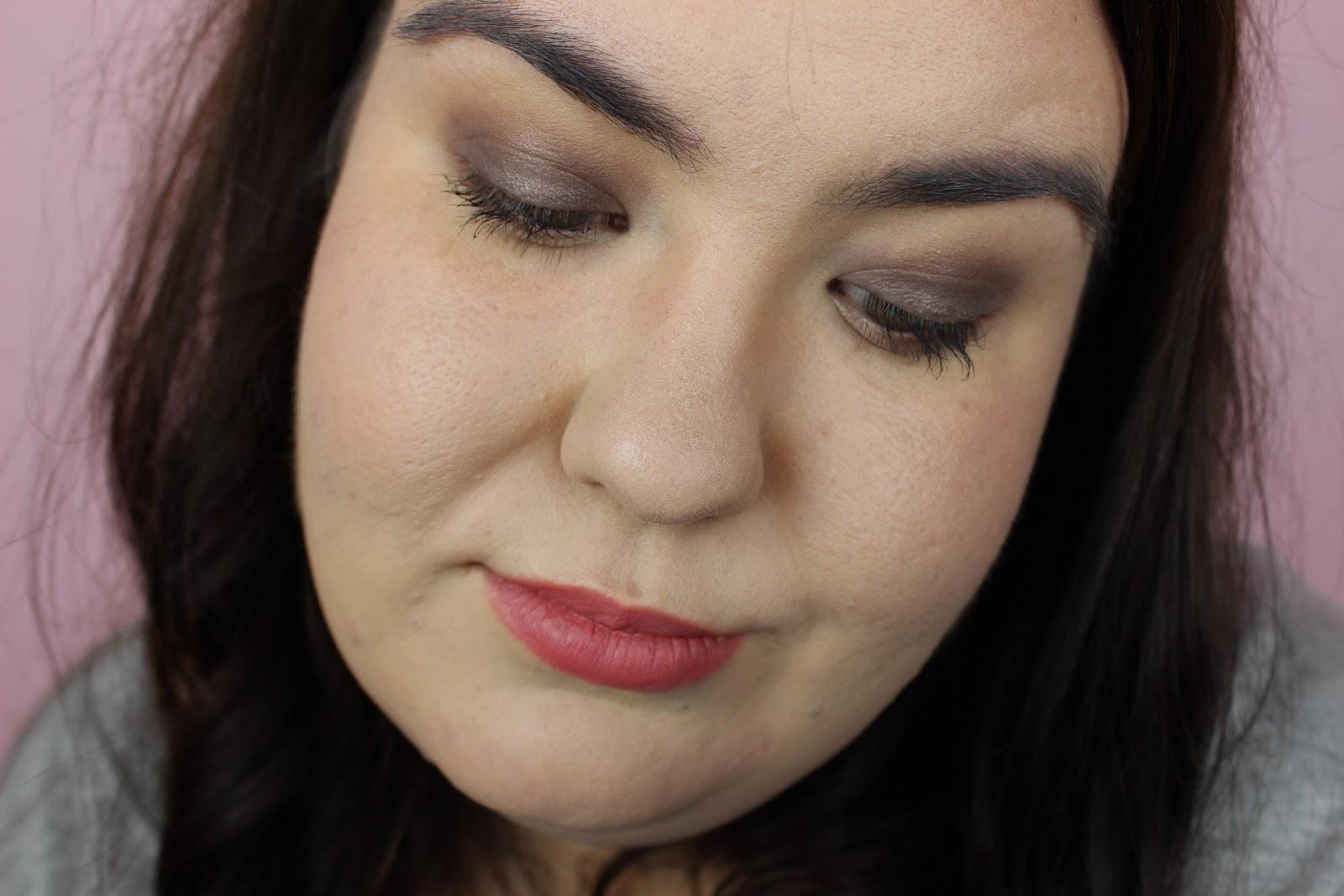 a smokey eye makeup with clarins essentials palette