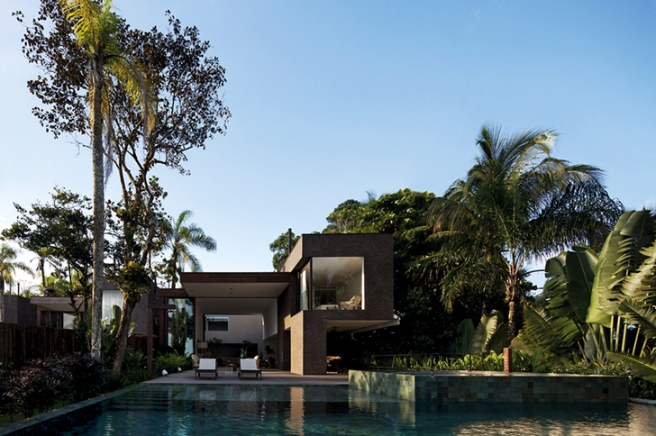 Swimming pool in Modern beach house in Brazil