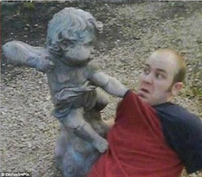 Foto-foto Lucu Manusia dan Patung