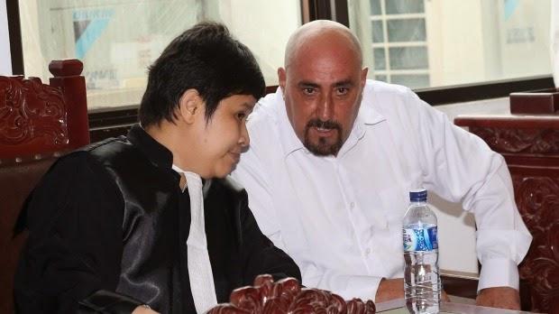 Serge Atlaoui et son avocate indonésienne