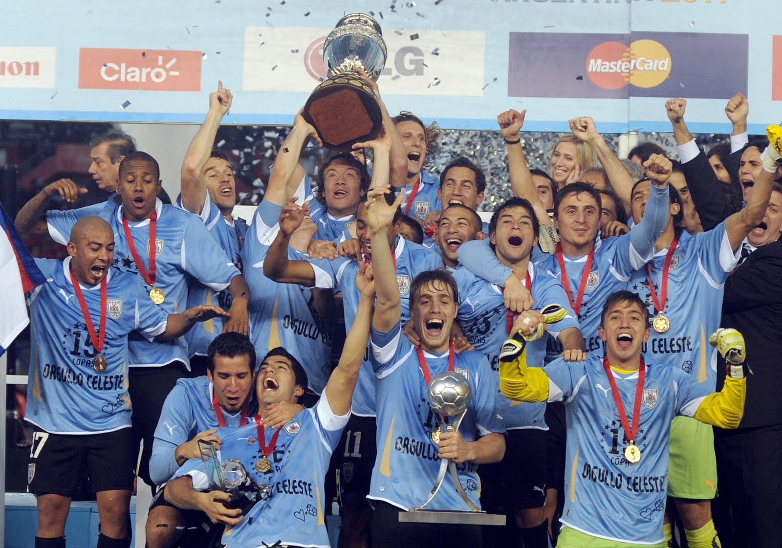 http://2.bp.blogspot.com/-6SSgv3OcQE0/TizS19JgUbI/AAAAAAAACtk/sY3aeUcBUxg/s1600/Uruguay-Campeon-Copa-America-2011.jpg