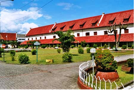 Wisata Sejarah Fort Rotterdam Makassar