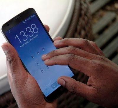Usando smartphone para tirar um lucro