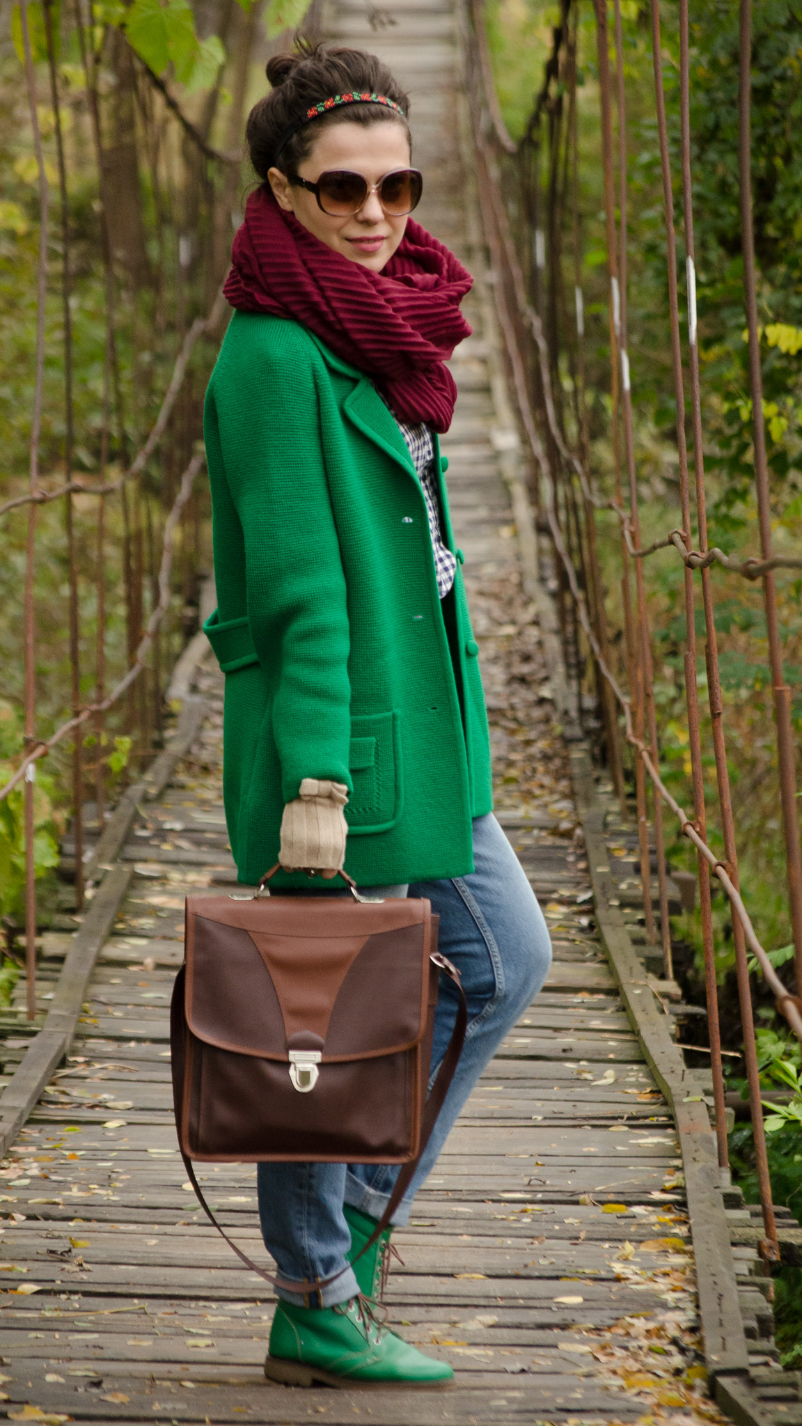 over-sized green sweater fall outfit mom jeans h&m green boots brown satchel bag thrifted blue shirt bow tie burgundy scarf school gloves