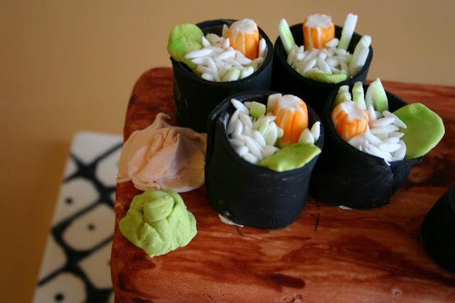 A close-up on the little sushi cakelets