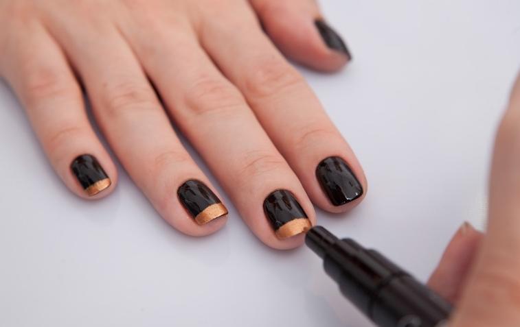 decorar unha branca: da Francicleide: Caneta de esmalte é novidade para decorar as unhas