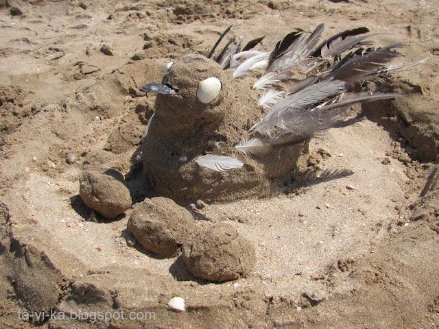 скульптура из песка чайка