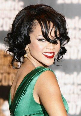 http://2.bp.blogspot.com/-6TA8jSaHKbs/TZtTL65LjuI/AAAAAAAAAKI/tm4R87xYDUA/s1600/rihanna-hairstyles-0508-1.jpg