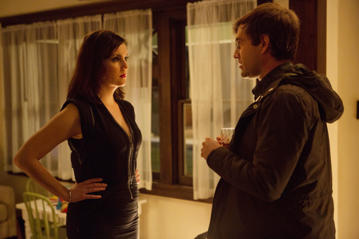 Michelle vestida de negro busca una sesión de dominación con su marido