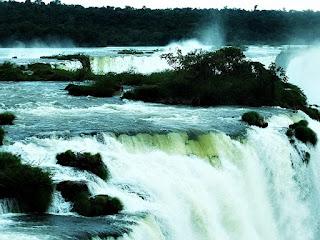 Cabeceira das quedas vistas no Mirante do Elevador Panorâmico - Parque Nacional de Iguaçu.