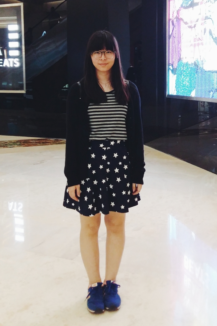 how to wear casual outfits dark skirt cardigan