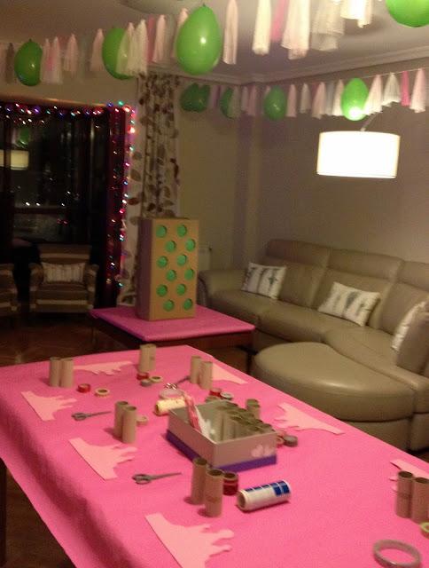 La caja de guisantes sorpresa integrada en la decoración de cumpleaños