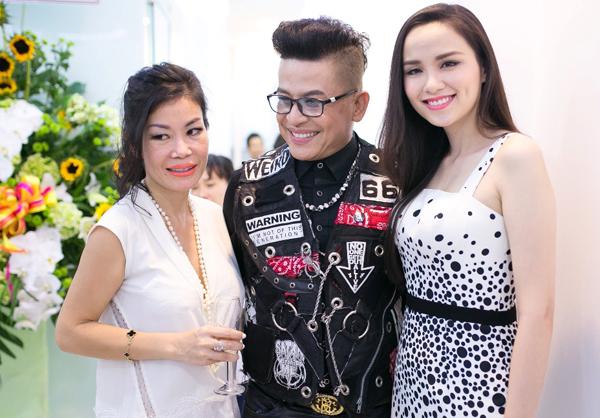 Hoa hậu Thế giới người Việt 2010 còn hội ngộ MC Thanh Bạch và nhiều khách mời.