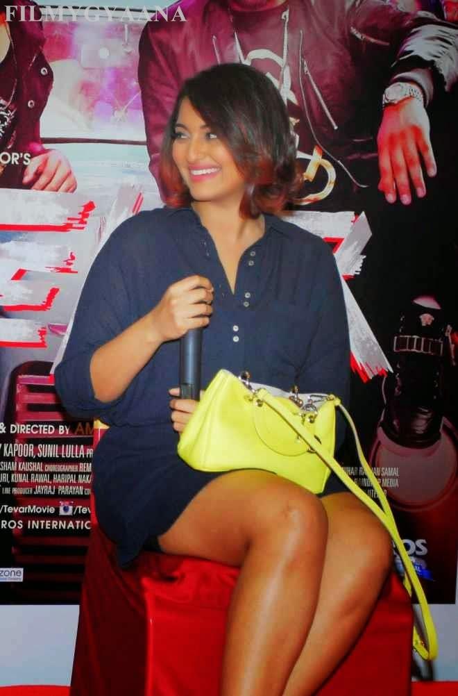 sonakshi sinha hot thigh show pics