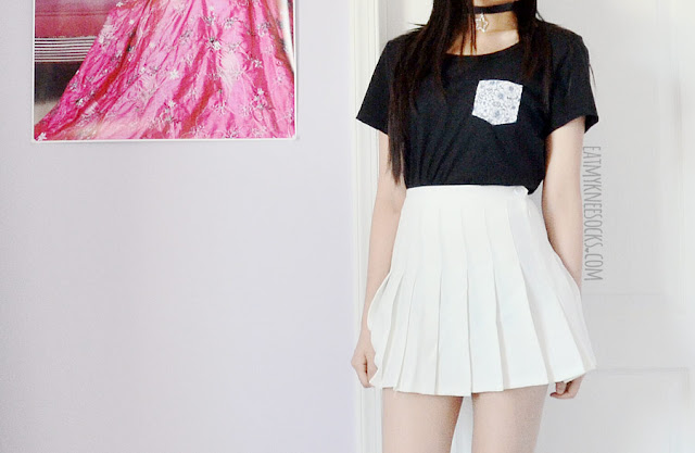A grunge-inspired outfit featuring the Blue Hibiscus pocket tee from Tea Apparel, a white pleated American Apparel tennis skirt, and a leather star pendant choker from Born Pretty Store.