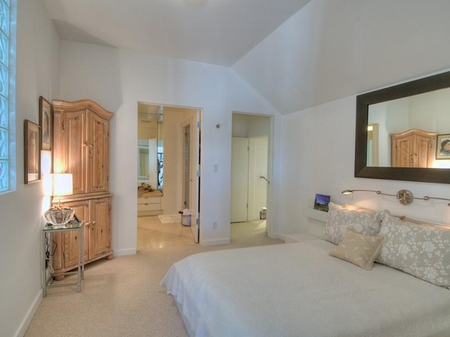 Photo of guest bedroom