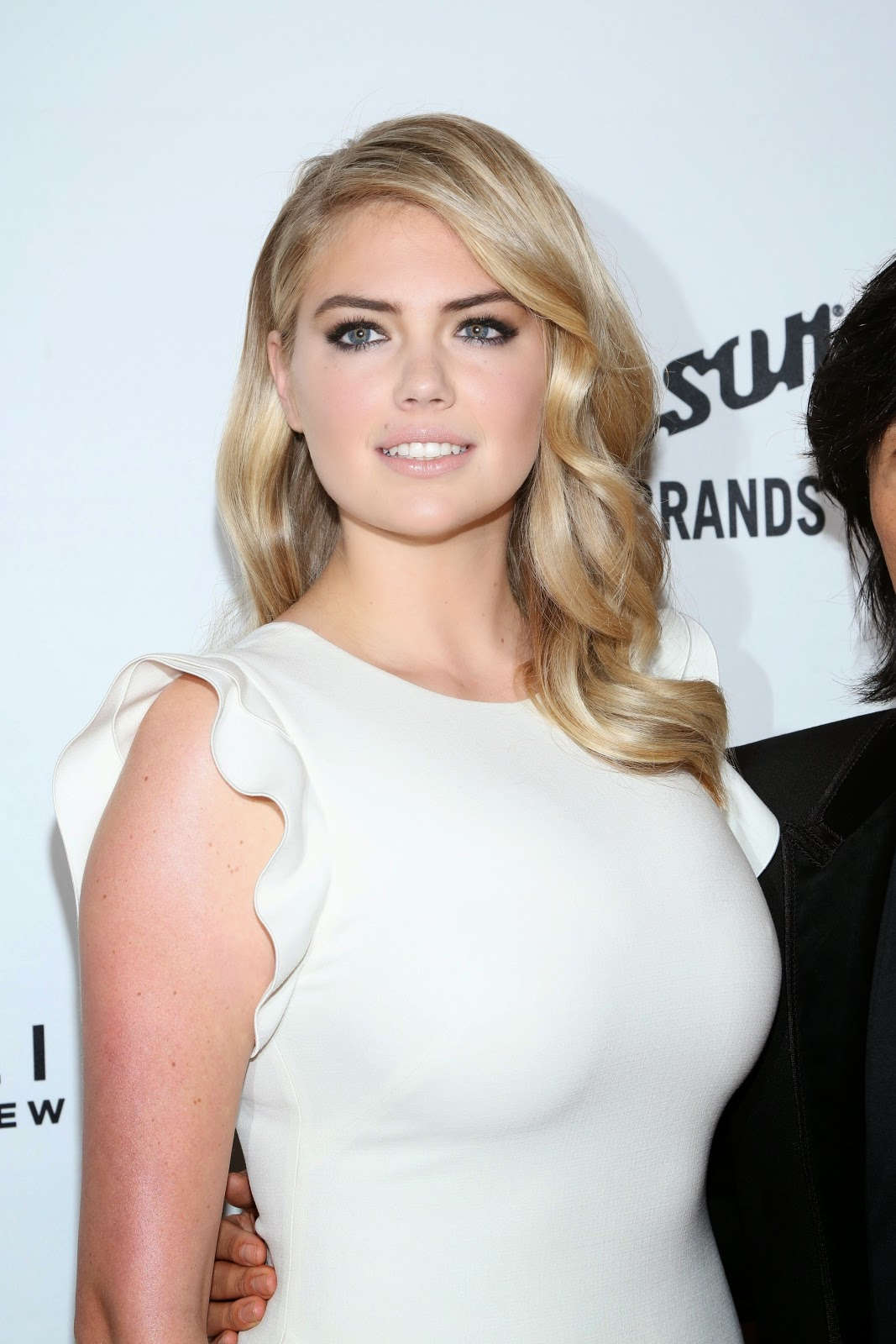 In HD Photos - Kate Upton attends Annual Fashion Media Awards