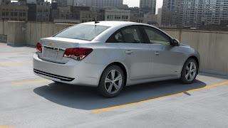 Visão lateral Novo Chevrolet Cruze 2013