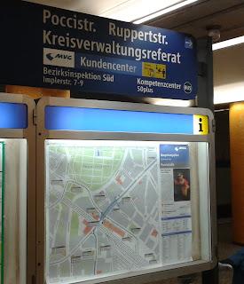 U-Bahn Beschilderung von der Poccistraße zum Kreisverwaltungsreferat