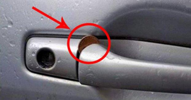 ATENCIÓN: Si ves una moneda en la puerta de tu carro, tienes que reaccionar inmediatamente. Por favor compártelo.!