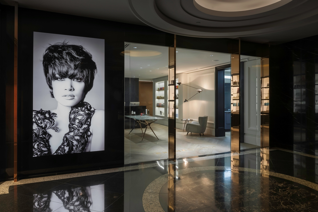Parisian chic meets modern elegance upscale hair salon for Salon design paris