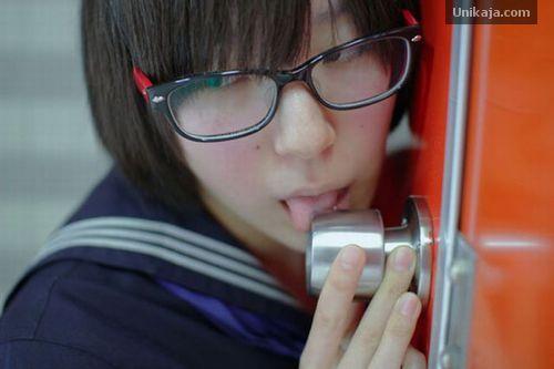 Tren Terbaru Aneh Cewek Jepang, Suka Jilati Gagang Pintu Seperti Oral Seks