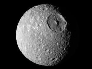 Kawah satelit Mimas sebesar benua Australia - http://zootodays.blogspot.com