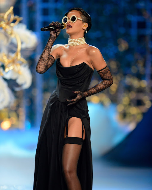 Rihanna Leggy and Cleavage  Victoria's Secret Fashion Show in NewYork 7 November 2012